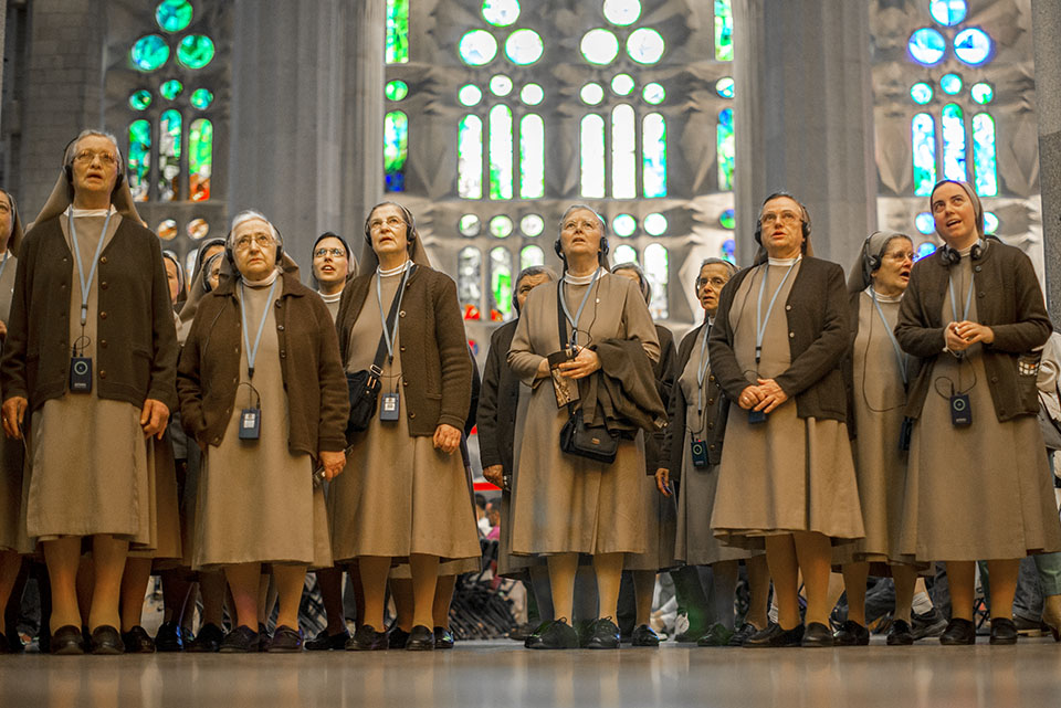 Kelly Byrne nuns singing in Sagrada Familia